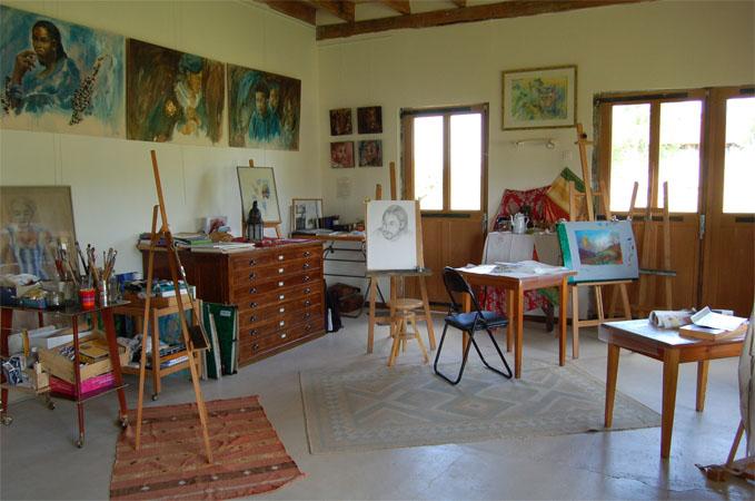 La maison des collines autour dauvergne evelyne for La maison de la peinture